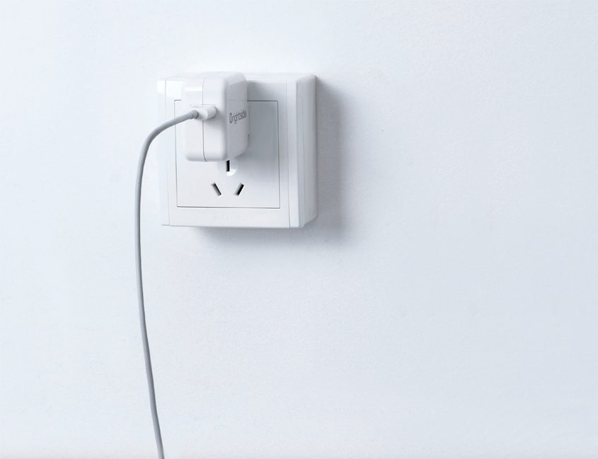 Wall-charger-2.4A-I24B-photo