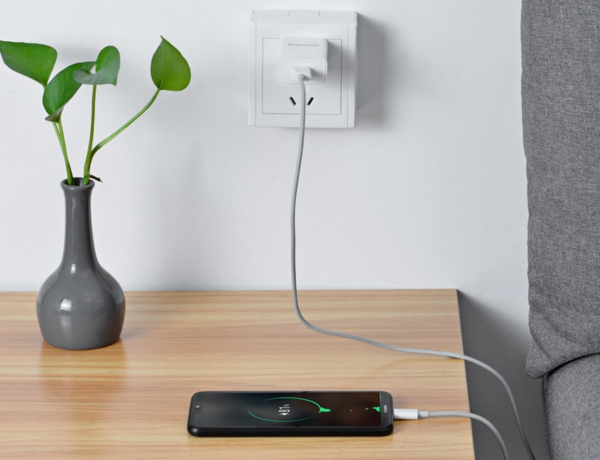 Wall-charger-quick-charge-2.0-photo